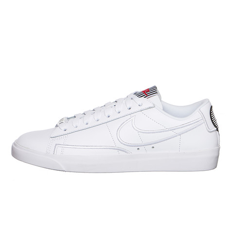 buy popular 91c04 b1457 Nike. WMNS Blazer Low SE LX Basketball (White ...