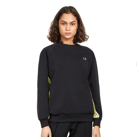 Fred Perry - Floral Trim Sweatshirt